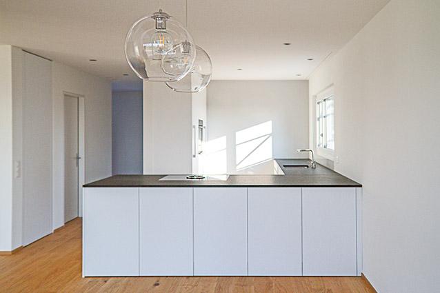 Grosszügige Küche im Einfamilienhaus-Neubau in Lommiswil